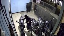 Polisi Kejar Pencuri Motor di Kontrakan Bekasi yang Terekam CCTV