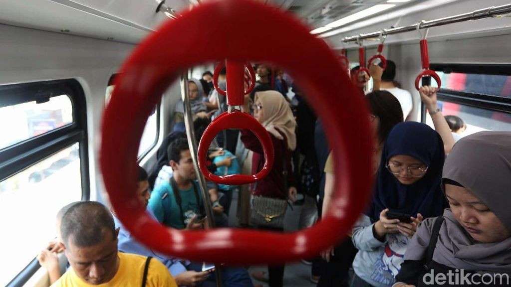 5.000 Orang Jajal LRT Jakarta