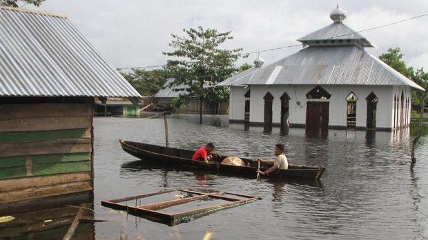 Ribuan Orang Mengungsi Ekses Banjir Sulawesi dan Kalimantan