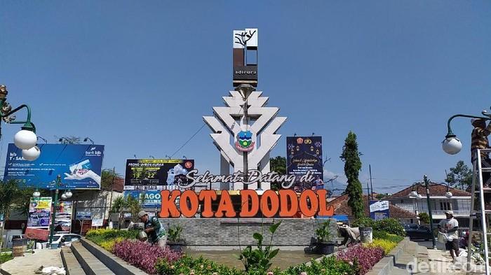 Tugu Garut Kota Dodol menjadi pro dan kontra warganet.