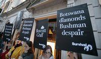 Protes penambangan Berlian di tanah suku Bushmen (AFP)