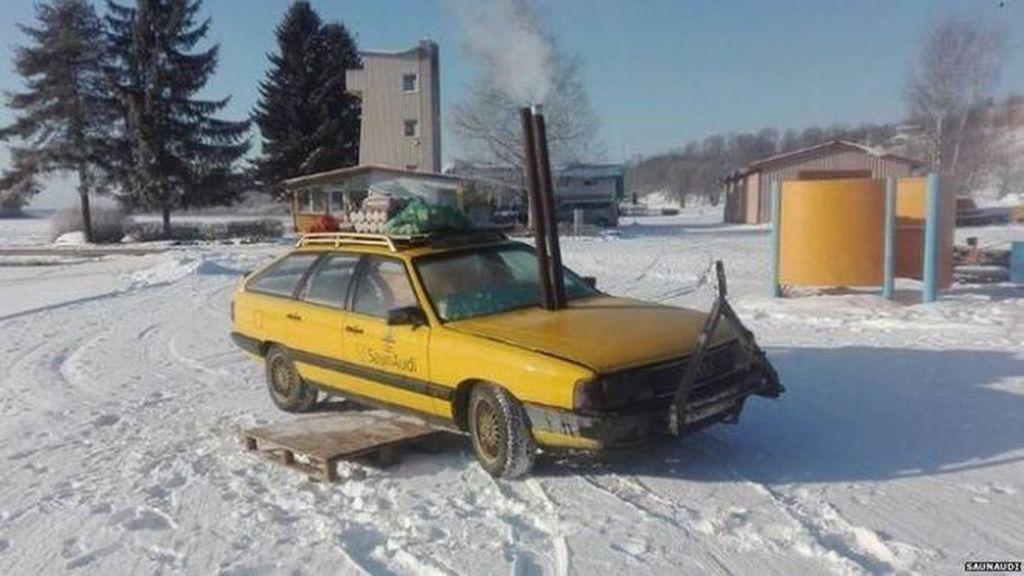 Ketika Mobil Tua Dimodifikasi Jadi Sauna Berjalan yang Menyehatkan