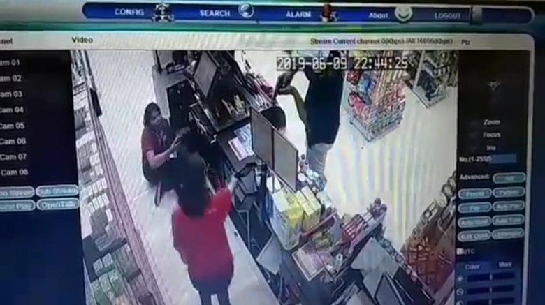 Perampok Bersenpi Bobol Minimarket di Bali