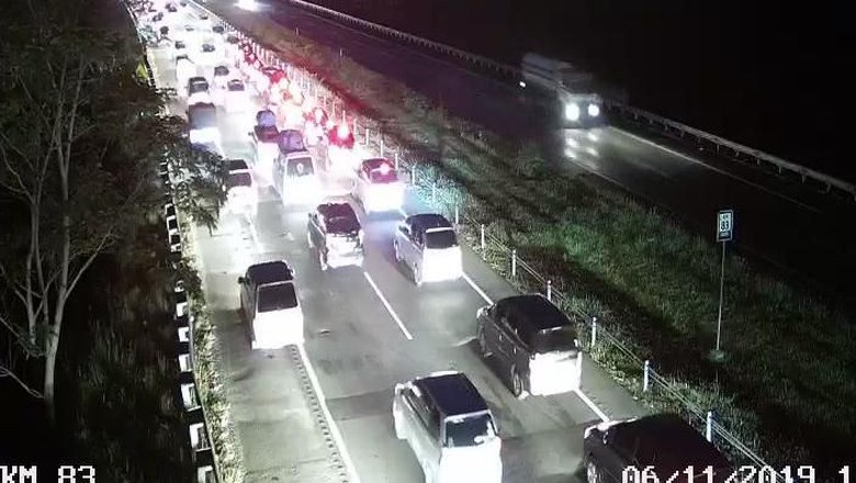 Arus Balik ke Jakarta Masih Padat, Tol Cipali Macet 9 Km