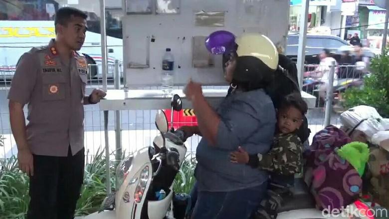 Polisi Ingatkan Pemudik Motor yang Lebihi Muatan di Pelabuhan Ketapang