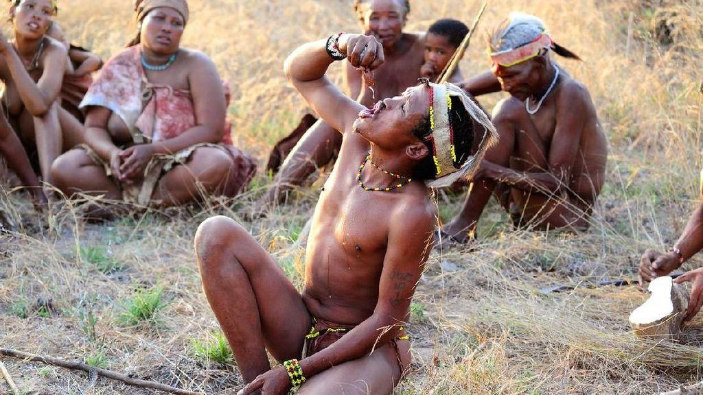 Syukuri Hidupmu, Lihat Bagaimana Orang Afrika Ini Mendapat Air