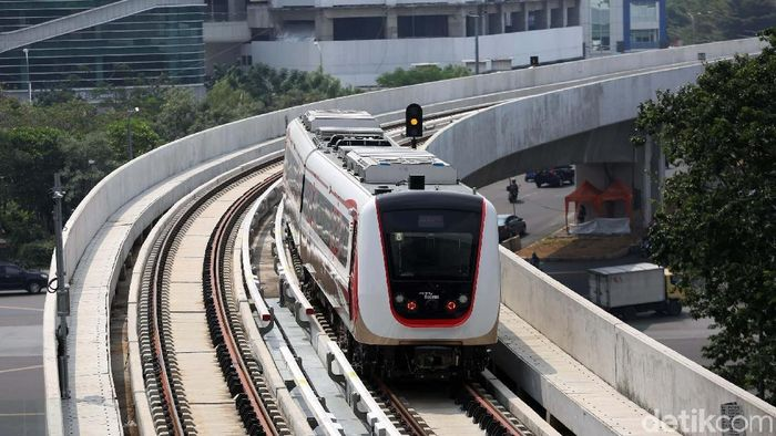 LRT Jakarta/Foto: Agung Pambudhy
