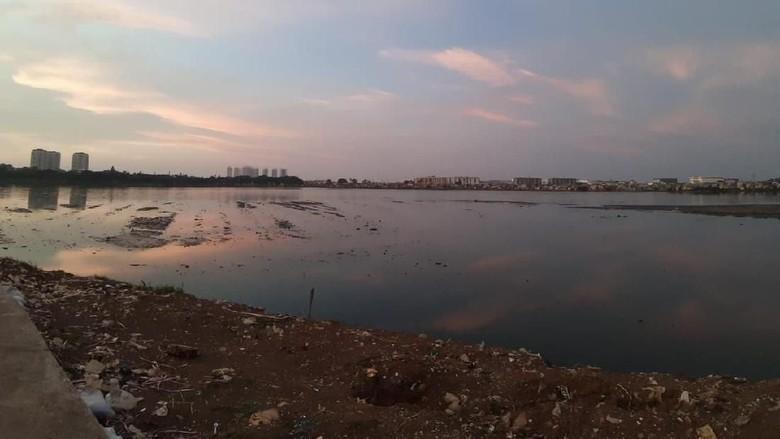 Waduk Pluit Alami Pendangkalan, Pemprov DKI Lakukan Pemeliharaan Sedimen