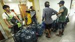 Penghuni Apartemen Jakut Mandi dengan Air Galon Isi Ulang
