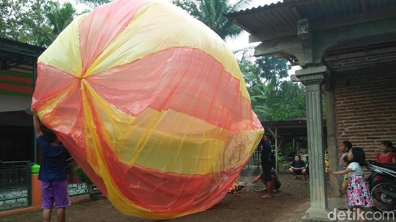 Personel Perhutani Disiagakan Antisipasi Kebakaran Hutan Akibat Balon Udara