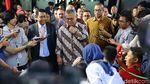 Momen KPU dan Bawaslu Serahkan Bukti Gugatan ke MK