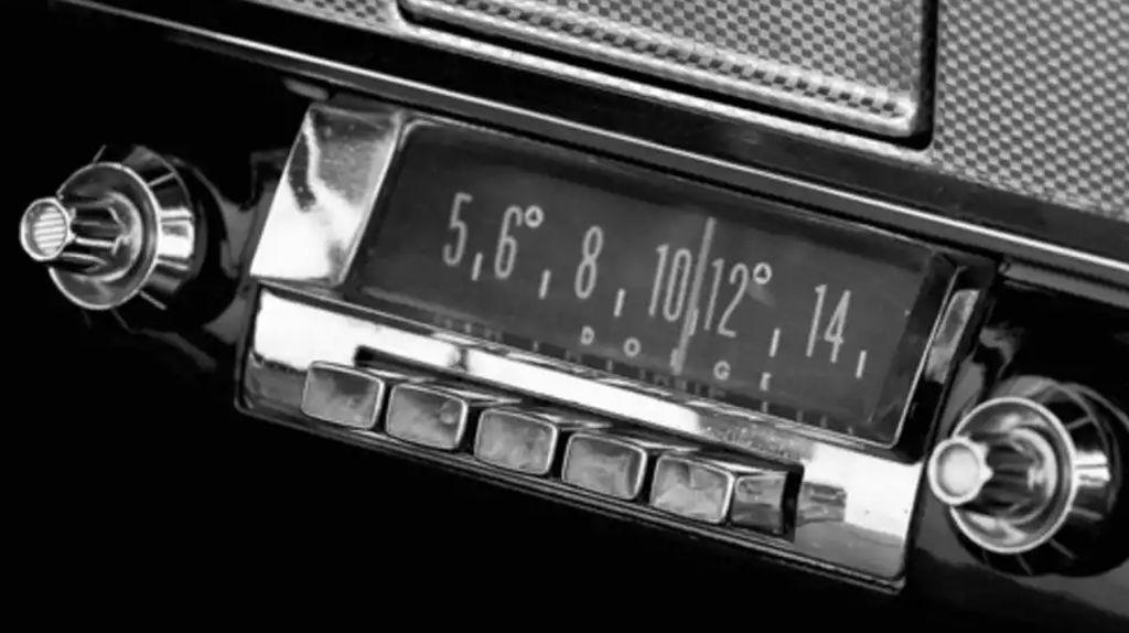 Radio Sempat Jadi Barang Terlarang Dalam Mobil