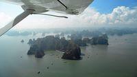 Penerbangan menggunakan pesawat amfibi di Ha Long Bay (Mark Eveleigh/CNN)