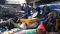 Aktivitas di kawasan Kampung Nelayan Cilincing kembali ramai usai sebelumnya ditinggal mudik warga ke sejumlah daerah untuk merayakan lebaran bersama keluarga.