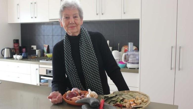 Helen Soemardjo Wanita Australia yang Suka Memasak Makanan Indonesia