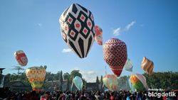 Puluhan Balon Udara Meriahkan Langit Cerah Ponorogo