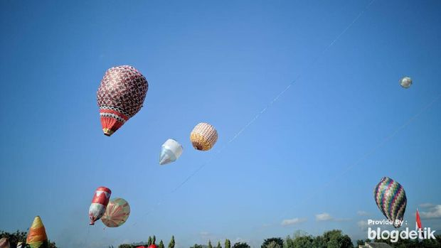 Balon udara memenuhi langit Ponorogo