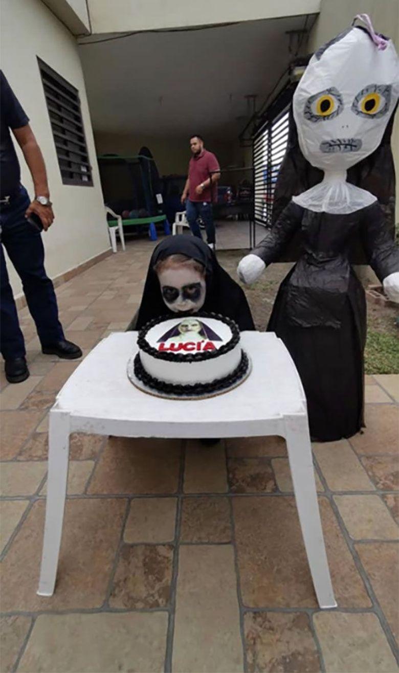 Lucia, bocah berusia 3 tahun dari Meksiko menjadi sorotan di dunia maya karena merayakan pesta ulang tahun dengan konsep horor.Dok. Twitter/dreeaaxo_