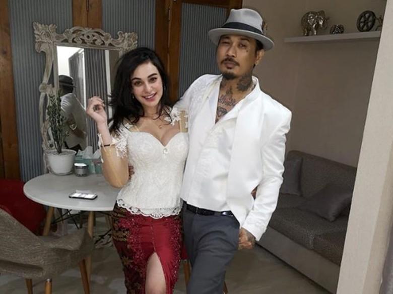 Asmara Nora Alexandra dengan Jerinx Tak Main-main