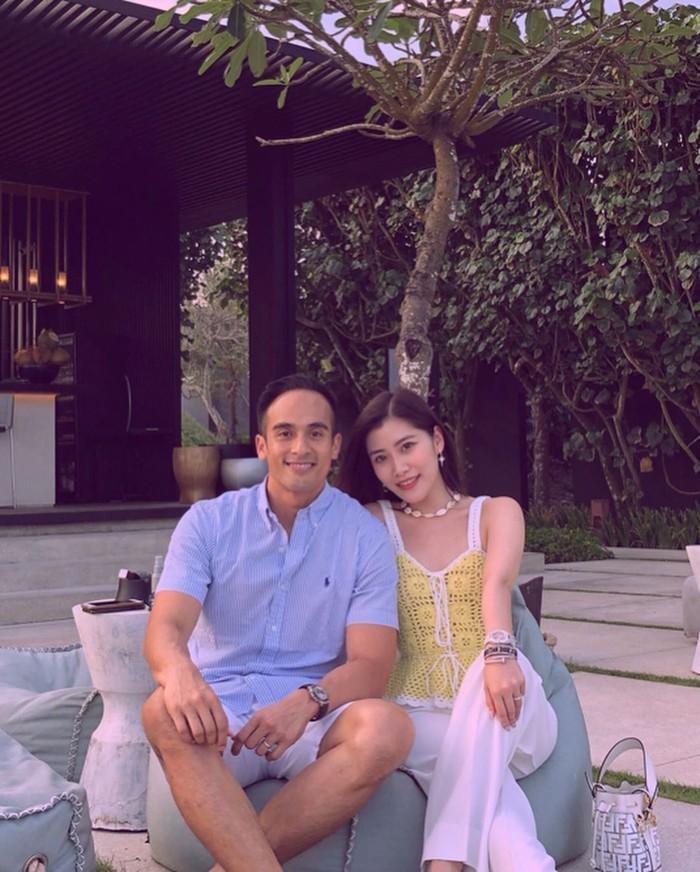 Chryseis merupakan adik ipar Faisal Nasimuddin, sosok pria Malaysia yang diisukan dekat dengan Luna Maya. Inilah potret Chryseis bersama sang suami, Faliq Nasimuddin saat liburan di Bali. Foto: Instagram chrystan_x