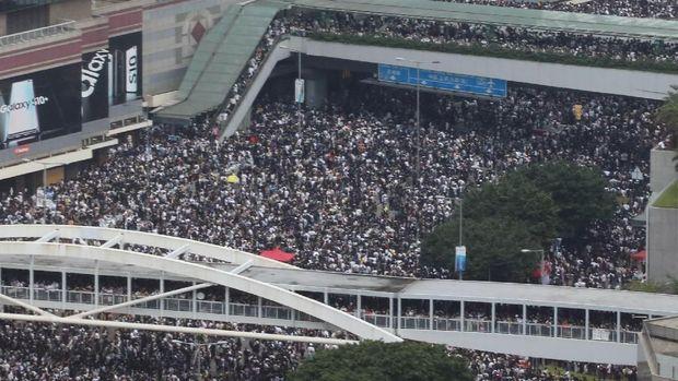 Puluhan demonstran di Hong Kong turun ke jalanan untuk memprotes RUU ekstradisi yang sedang dibahas parlemen