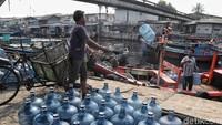 Aktivitas di kawasan Kampung Nelayan Cilincing nampak ramai usai libur lebaran beberapa waktu lalu.