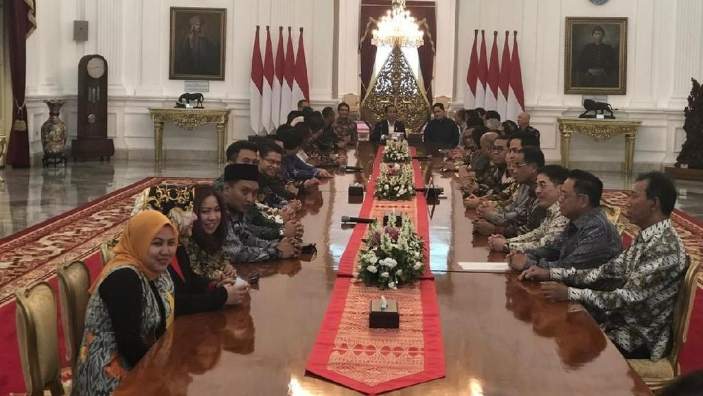 PR Jokowi dari Pengusaha: Tarif PPh Badan hingga Tiket Pesawat