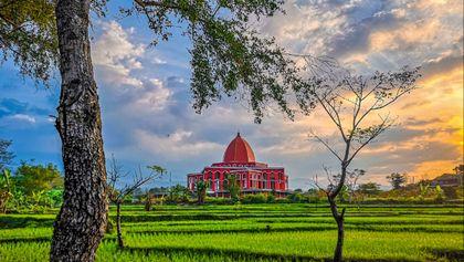 Masjid Merah Taman Dayu Pandaan
