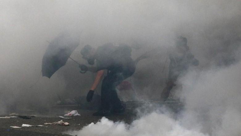 Demonstran Coba Serbu Parlemen, Polisi Hong Kong Tembakkan Gas Air Mata
