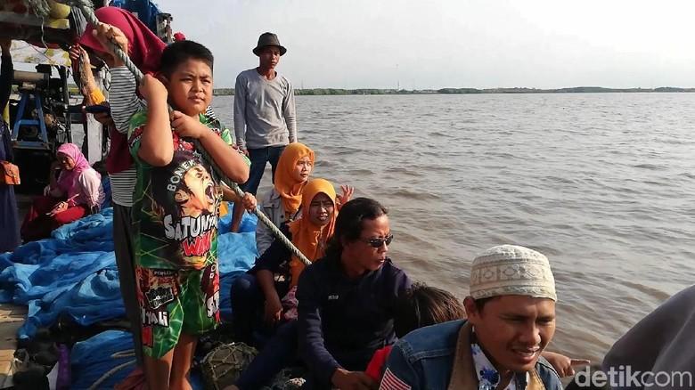 Hiu Tutul Warnai Tradisi Praonan Sambut Lebaran Ketupat di Pasuruan