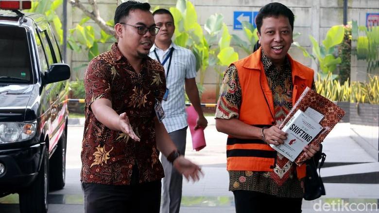 Kembali Diperiksa KPK Usai Dibantarkan, Rommy Ceria Banget