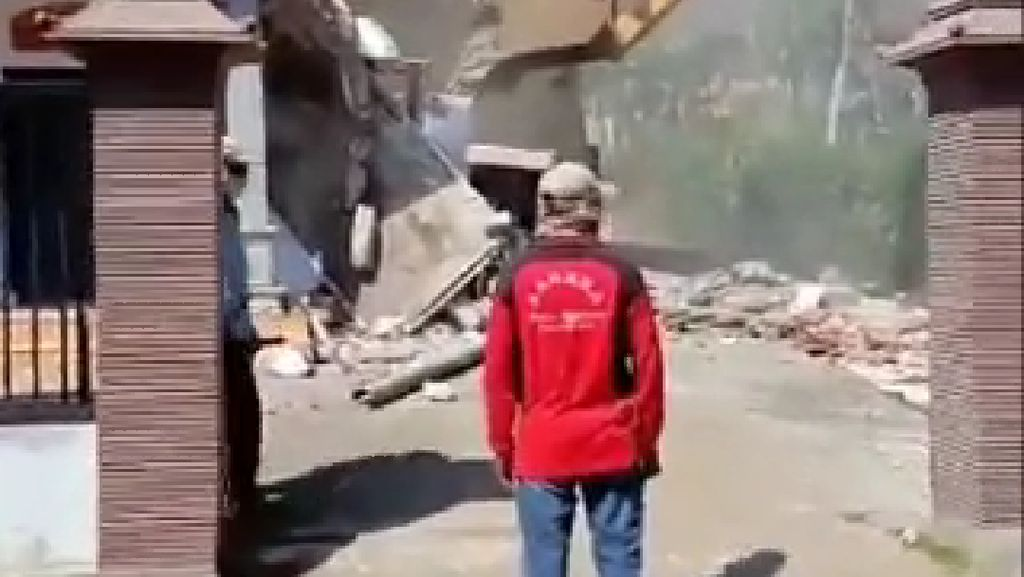 Viral Rumah di Malang yang Dihancurkan Diduga Karena Masalah Selingkuh