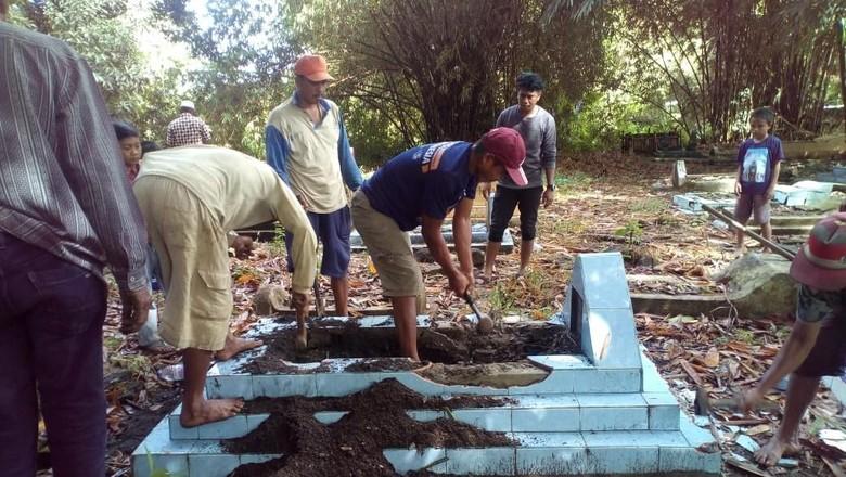 Penampakan 4 Makam yang Diminta Caleg Gagal Dibongkar