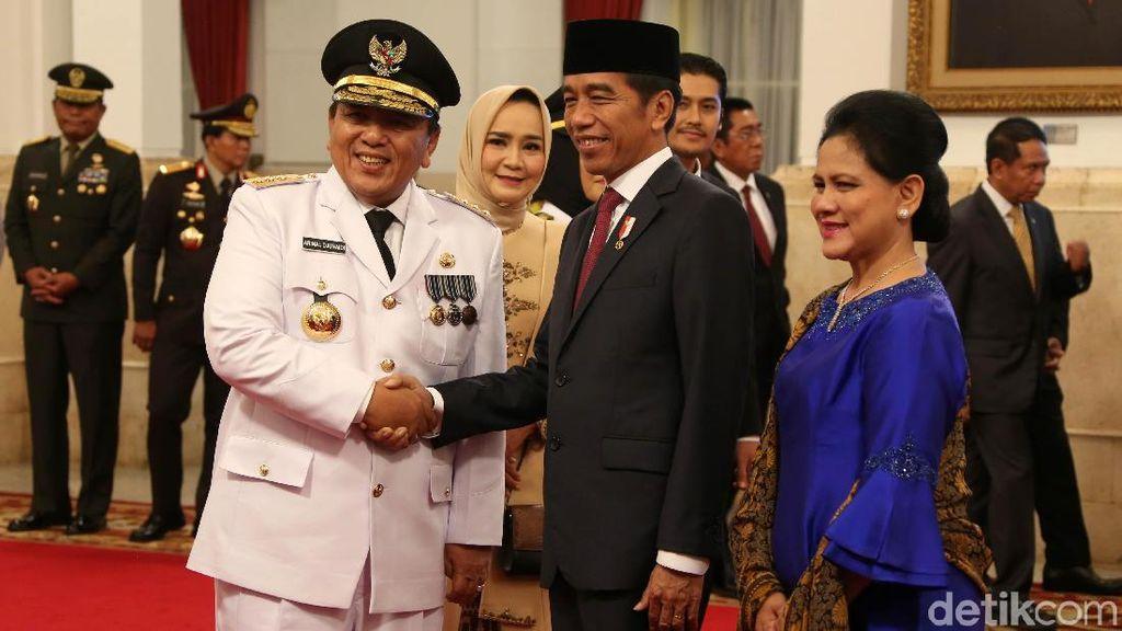 Senyum Gubernur Lampung Arinal Djunaidi Usai Dilantik Jokowi