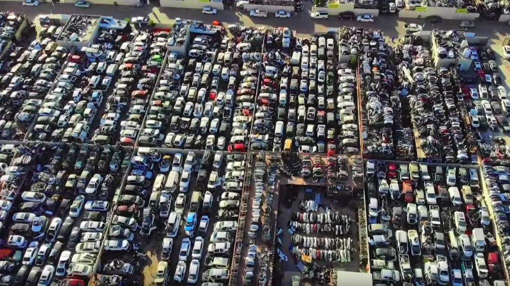 Kuburan Mobil Miliaran