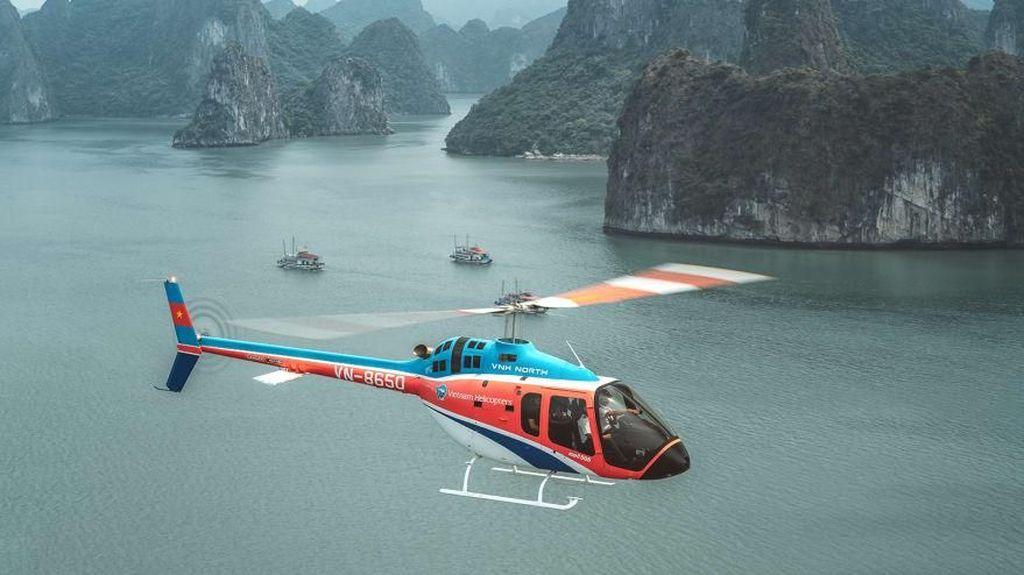Foto: Wisata Naik Helikopter di Ha Long Bay, Vietnam