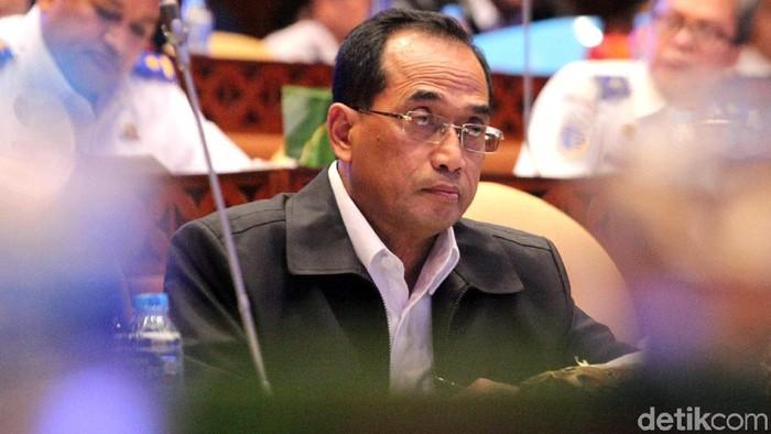 Menhub Budi Karya Sumadi hadiri rapat bersama Komisi V DPR. Dalam rapat itu Kemenhub mengusulkan anggaran untuk tahun 2020 hingga Rp 41,75 T.