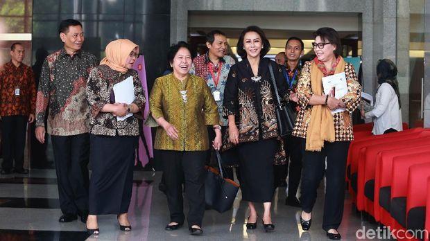 Pansel KPK bersama Wakil Ketua KPK Basaria Panjaitan.