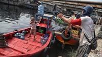 Aktivitas warga di Kampung Nelayan Cilincing mulai kembali ramai usai libur lebaran.