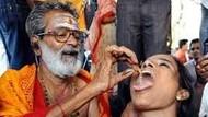 Makan Ikan Hidup Jadi Tradisi Unik Pengobatan Masyarakat India