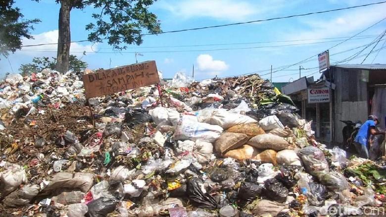 Pasca Lebaran, Sampah Menggunung di Brebes