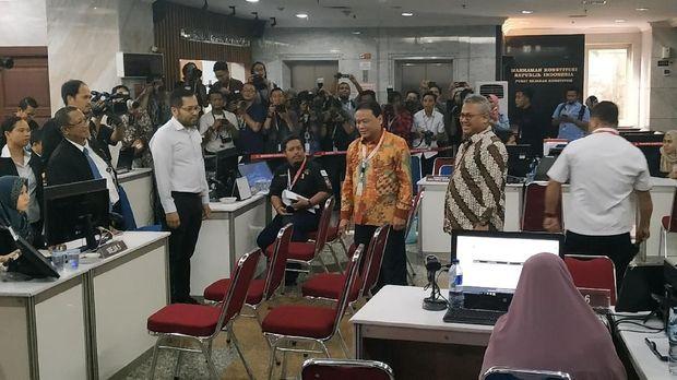 Ketua Bawaslu Abhan bersama Ketua KPU Arief Budiman.