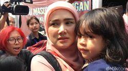 Mulan Jameela Melepas Rindu saat Jenguk Ahmad Dhani di Tahanan