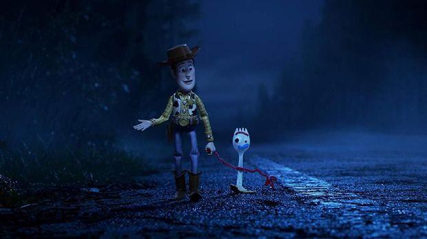 Nostalgia dan Petualangan Woody Bersama Pemilik Baru di 'Toy Story 4'