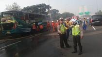 Bus Terbakar di Ruas Tol JLB Arah Cengkareng karena Pecah Ban