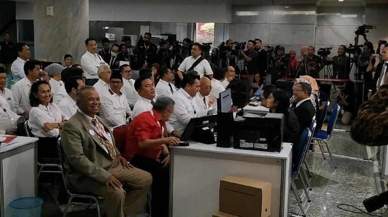 Tim Hukum Jokowi Serahkan Jawaban dan Bukti Sengketa Pilpres ke MK