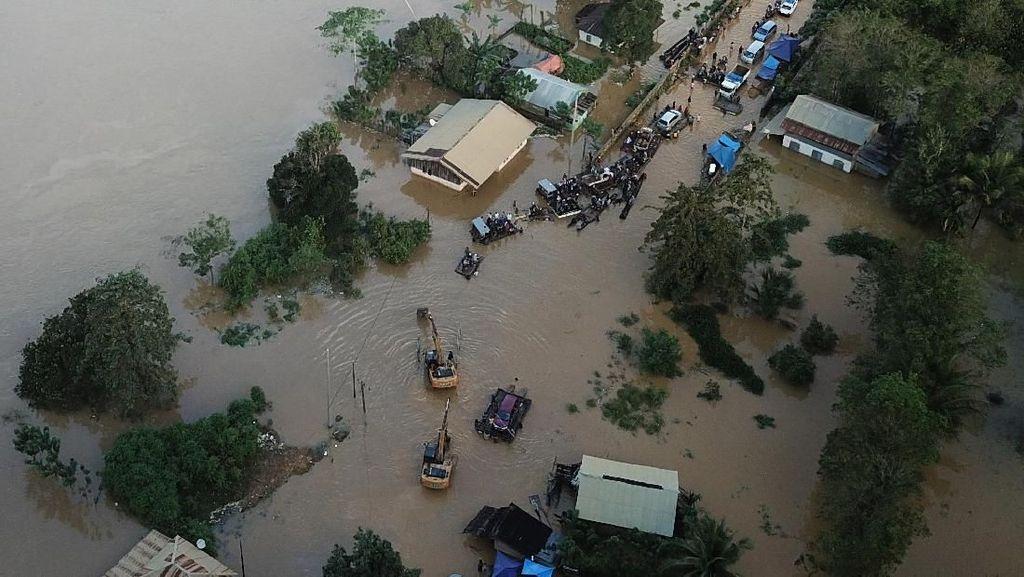 Potret Udara Banjir Besar yang Putuskan Jalan Trans Sulawesi