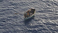 Lagi-lagi Kapal Pesiar Ini Selamatkan Nelayan di Tengah Laut