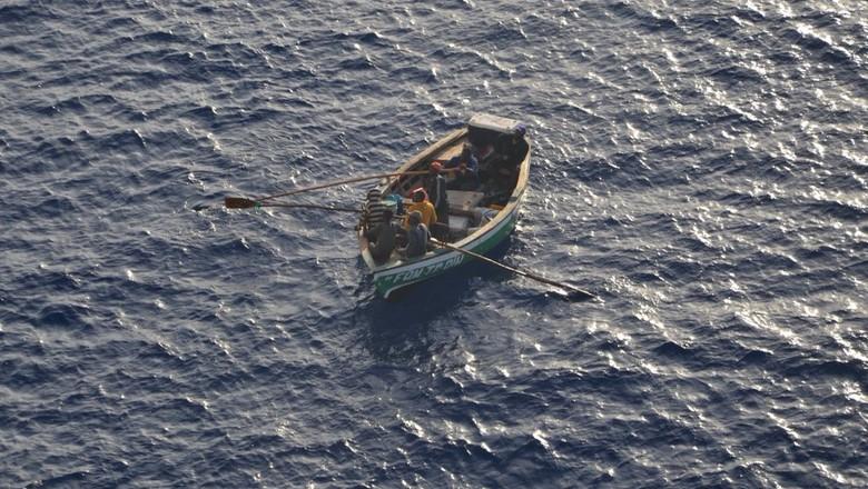 Nelayan yang diselamatkan Kapal pesiar Carnival Horizon (Twitter/Cody Bowen)
