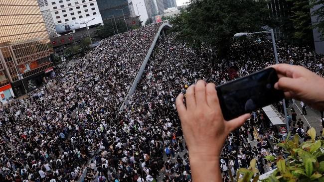 Hong Kong Demo Besar-besaran, TKI Masih Bisa Kirim Uang ke RI